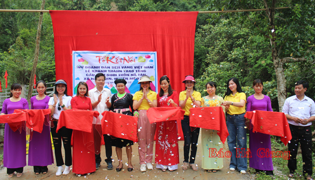 Lễ khánh thành trao tặng cầu dân sinh thôn Nà Tàn (1)
